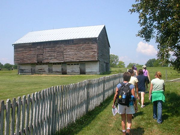 Virginia From the Ground Up students explore German-style barn at Bushong Farm, New Market Battlefield State Historical Park